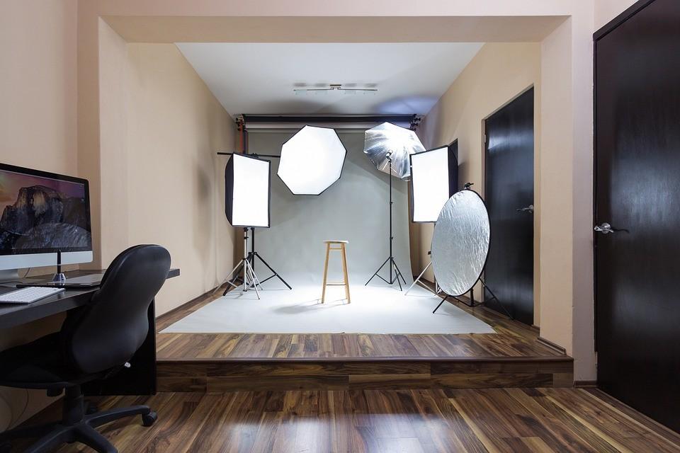 verschiedene Arten von Reflektoren in einem Studio