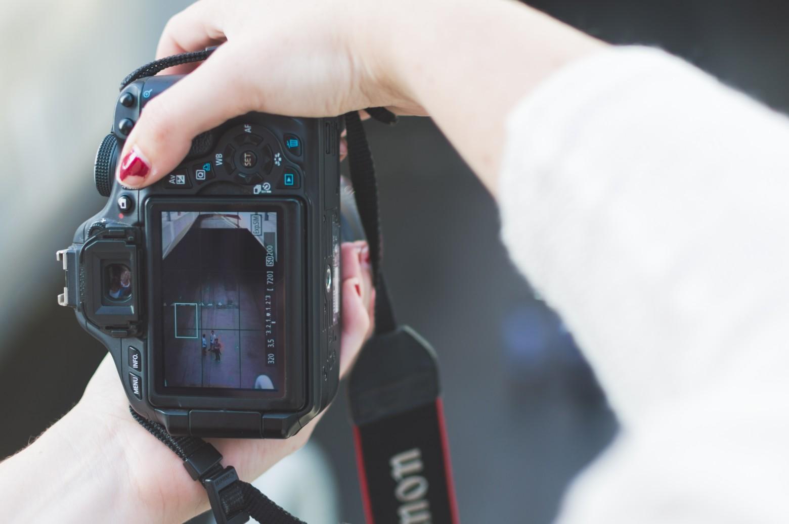 Kamera-Bildschirm mit Gitternetz als Eisntellung